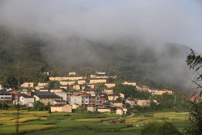 """九龙村土厝群,被当地人称作""""小布达拉宫""""    供图/丁枫"""