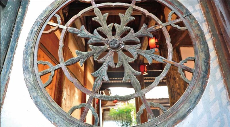 黄东溪公祠的墙上有暗指洪门的舵形花窗