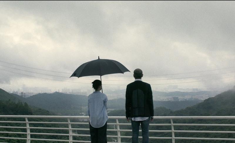 """导演高鸣希望借用""""回南天""""这样一种与低潮情绪吻合的天气现象,来讲述两男两女情感交织的故事。"""