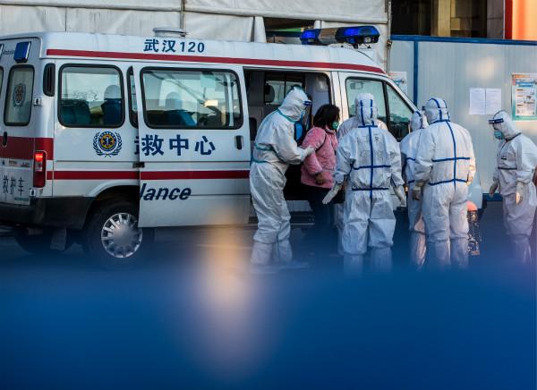 2020年2月12日,武汉体育中心方舱医院开始收治首批患者。 新华社图