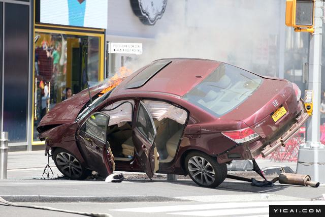 纽约时代广场汽车冲撞行人致1死22伤 撞人司机现场照曝光图片