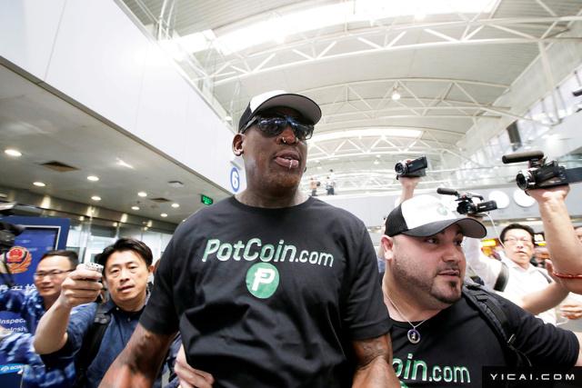 2017年6月13日,北京,曾经多次前往朝鲜的美国NBA名人堂球星丹尼斯·罗德曼(Dennis Rodman)从首都国际机场转机前往朝鲜首都平壤。