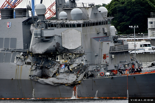 """当地时间2017年6月18日,日本横须贺海军基地,与菲律宾籍货船相撞的美军""""菲兹杰拉德""""号导弹驱逐舰停靠在驻地。"""