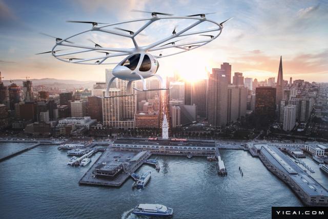 2017年8月7日,德国一家名为Volocopter的航空初创企业,在拿到老牌车厂戴姆勒以及其他技术投资方的超过2500万欧元投资之后,全力开发了纯电飞行汽车Volocopter。Volocopter项目的开发从2010年就开始,最高时速可达100km/h,目前最新的2X机型在75km/h的时速下,最大续航里程为27公里。不过该机型的充电时间仅有2小时。