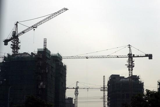 """高层密集发声!""""房地产市场风险总体可控"""",地产股走强"""