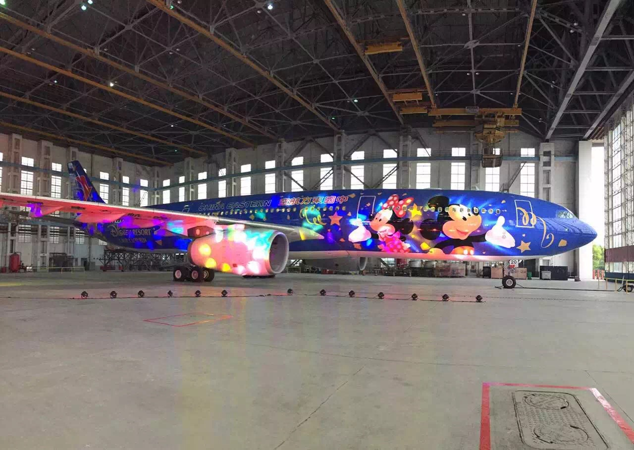 上海到西安航班查询_首架迪士尼主题喷涂飞机亮相 东航如何分享上海迪士尼红利