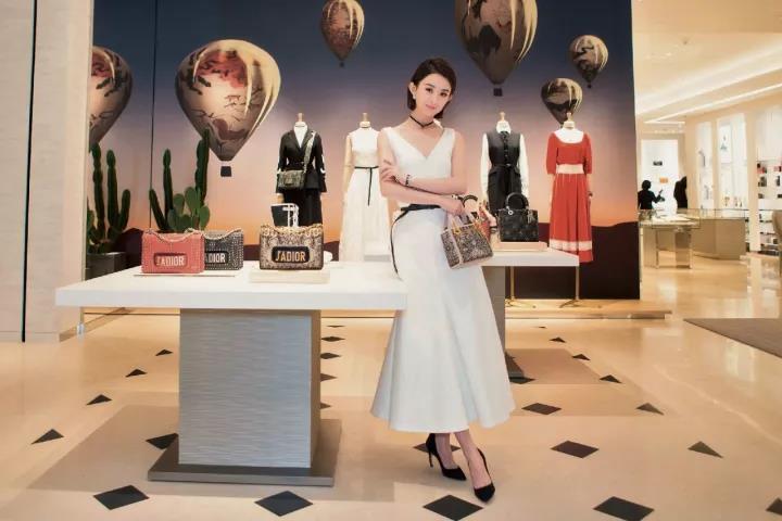 赵丽颖拿到奢侈品品牌迪奥代言。
