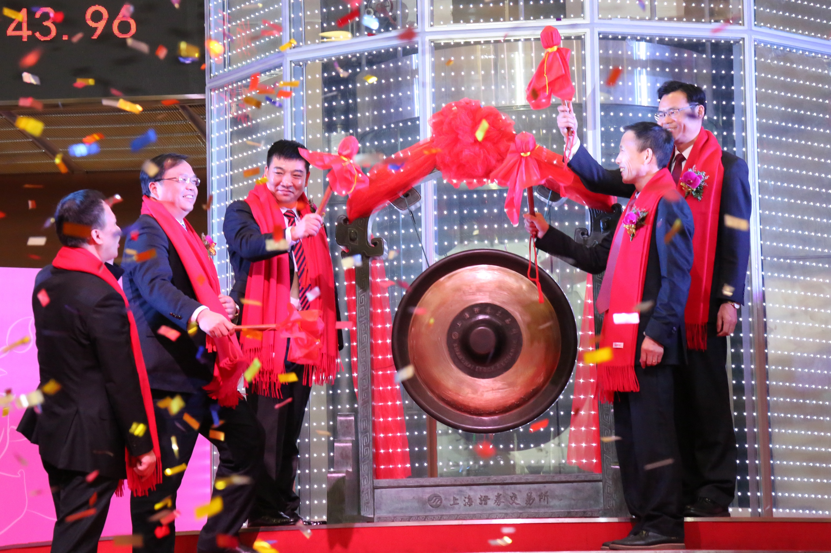 天马科技陈庆堂董事长与福清市人民政府市长张帆、上交所领导共同鸣锣开市