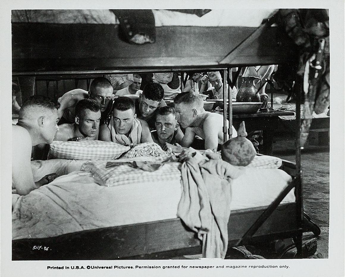 1930年,《西线无战事》被拍成世界上首部有声搏斗片,并获得第三届奥斯卡金像奖最佳影片和最佳导演两项殊荣。图片来源:豆瓣