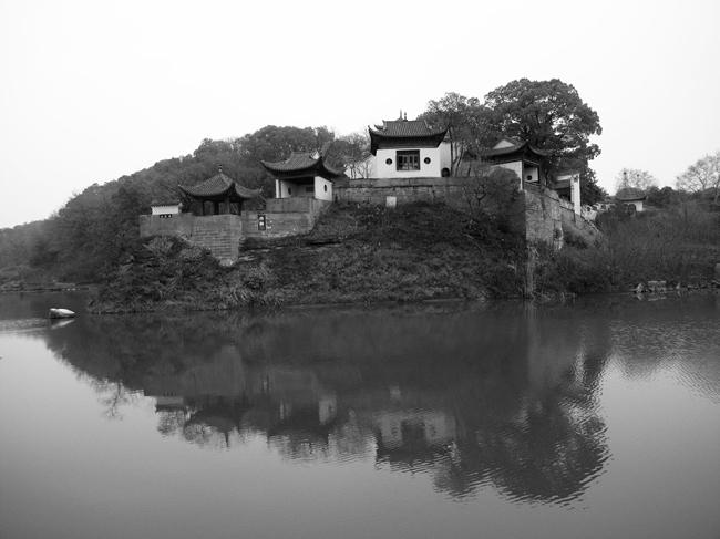 赤壁。苏东坡被贬黄州期间先后以《念奴娇•赤壁怀古》和《赤壁赋》咏唱赤壁,以浇心中块垒。