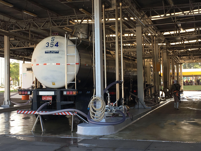 奶罐车进入工厂后要首先进行严格消毒