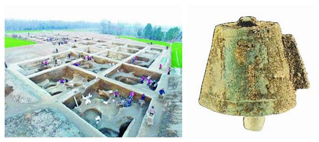 2016年12月航拍的河南新砦遗址考古发掘现场(左),在河南偃师二里头遗址发现的铜铃(右)。新华社发