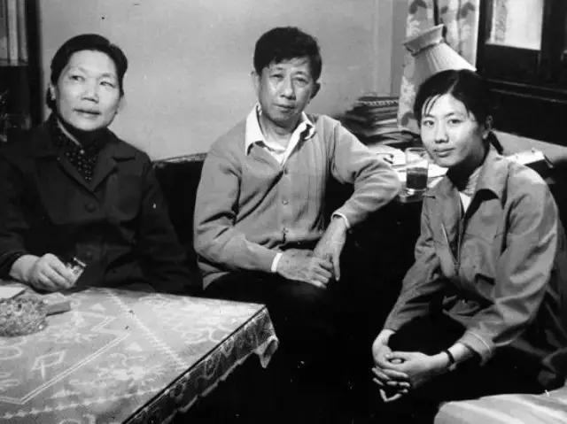 八十年代,王安忆与父母 图/收获