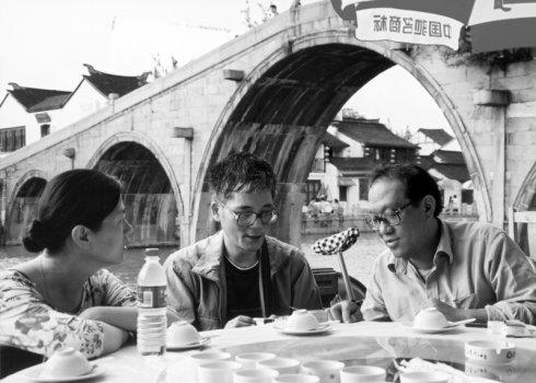 80年代,王安忆、陈村、史铁生在青浦朱家角 图/朱伟博客