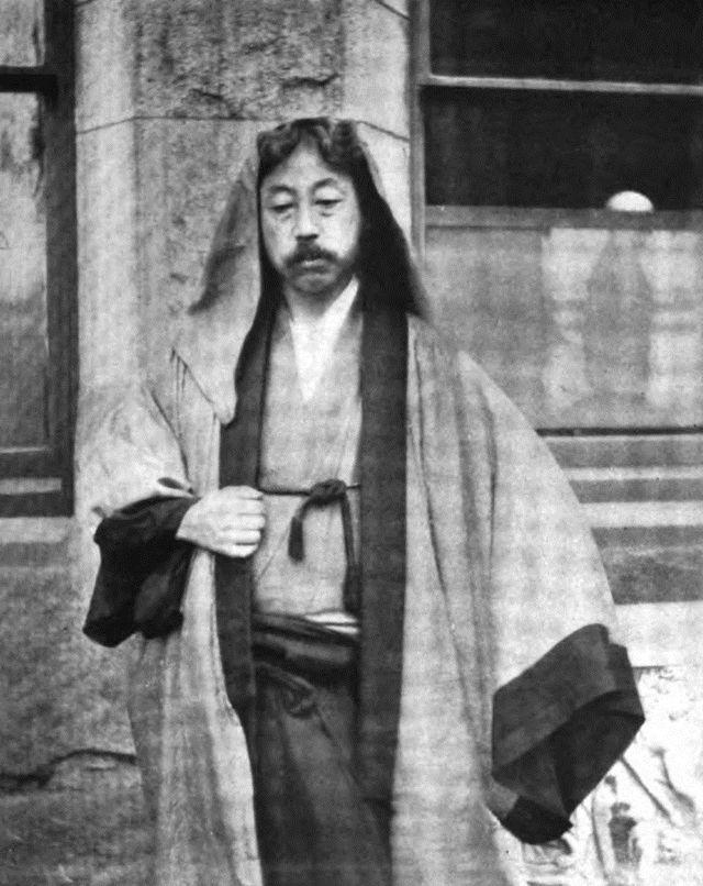 冈仓天心(1863~1913),明治时期著名思维家、美术评论家和哺育家,日本近代高雅启蒙期最主要的人物之一