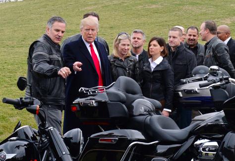"""此前特朗普会见哈雷摩托高层,高喊""""哈雷!美国制造"""""""