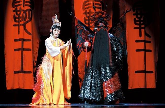 """著名华裔戏剧导演陈士争将带来其2012年创作的""""新国剧""""《霸王别姬》"""
