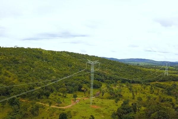 穿越巴西雨林的输电线路,来源:第一财经