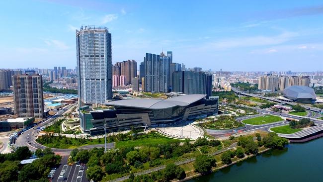 5月开业的沈阳K11商业面积达到26万平方米,属于超大型城市综合体沈阳新世界中心的一部分。