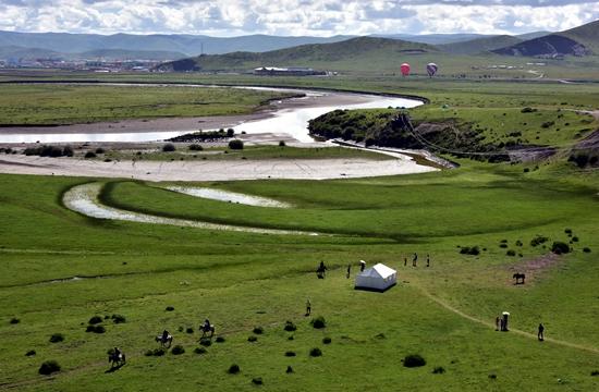 紅原縣是四川省阿壩州海拔最高、氣候最惡劣、條件最艱苦的高寒牧區縣。攝影/章軻