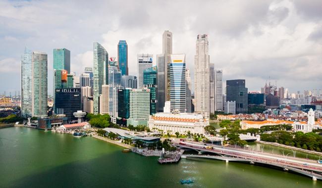 新加坡河沿岸高樓林立  攝影記者/任玉明