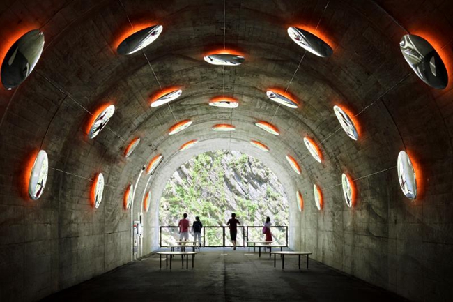建築師馬巖松所帶領的MAD建築事務所對清津峽觀景隧道的改造 攝影/Nacasa & Partners Inc.