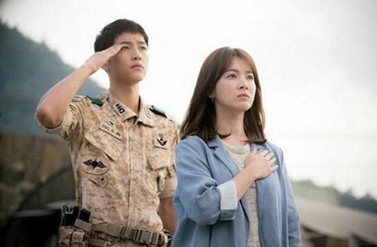 2016年,大熱韓劇《太陽的後裔》制作人曾接受中國媒體訪問。他提及,韓國演員的片酬占比只占總預算的20%到30%。