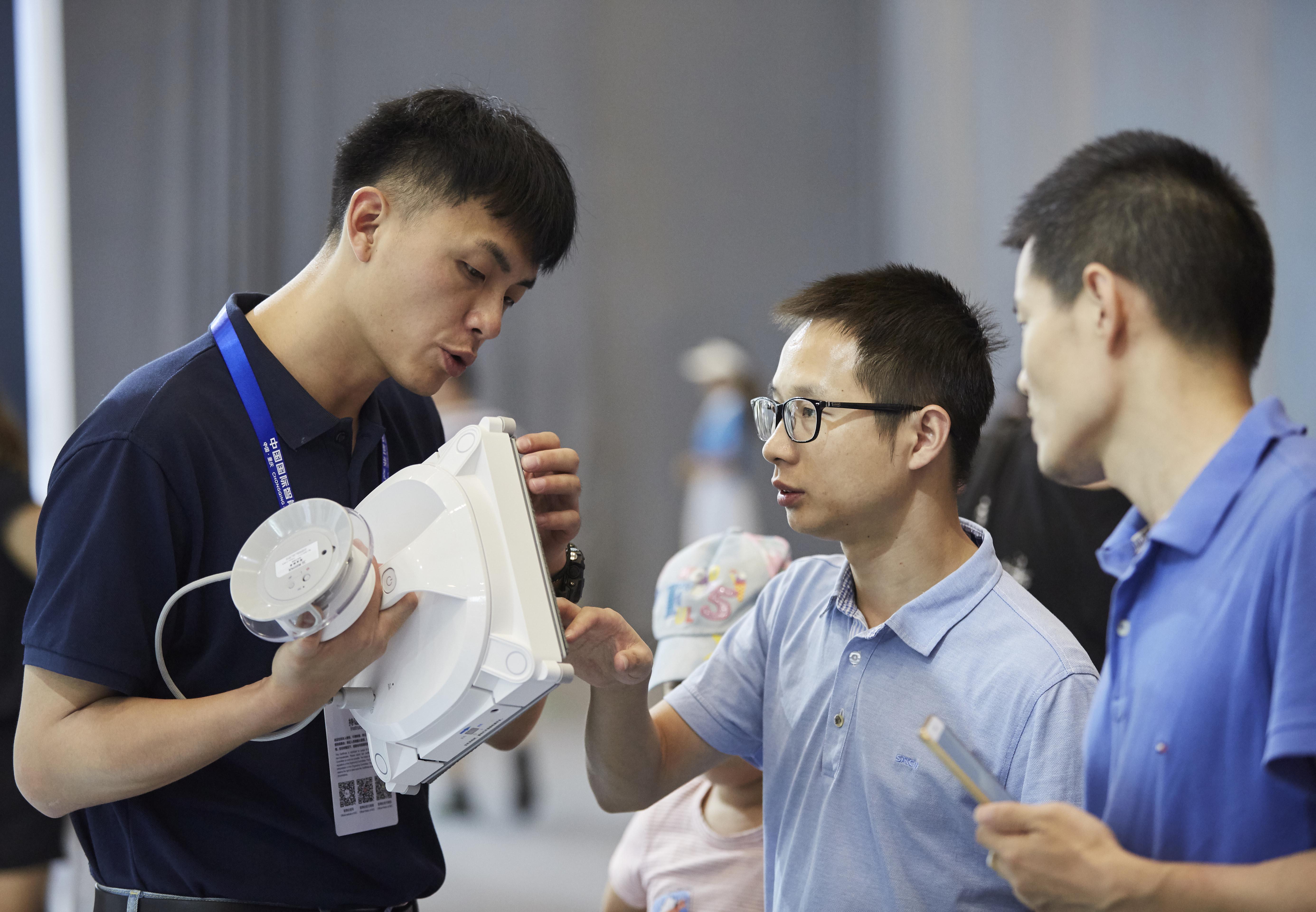 8月23日~8月25日,科沃斯參展於重慶舉辦的中國國際智能產業博覽會