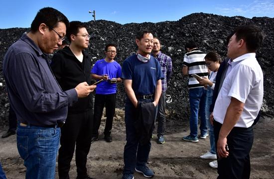 """9月6日,""""绿盾2018""""第三巡查组在位于珲春东北虎国家级自然保护区缓冲区的英华煤矿检查。摄影/章轲"""