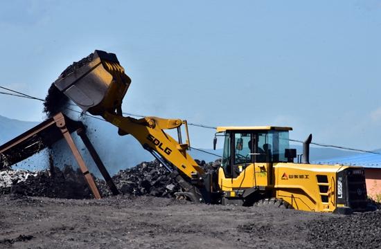 9月6日,位于珲春东北虎国家级自然保护区缓冲区的延田矿业还在生产经营。摄影/章轲