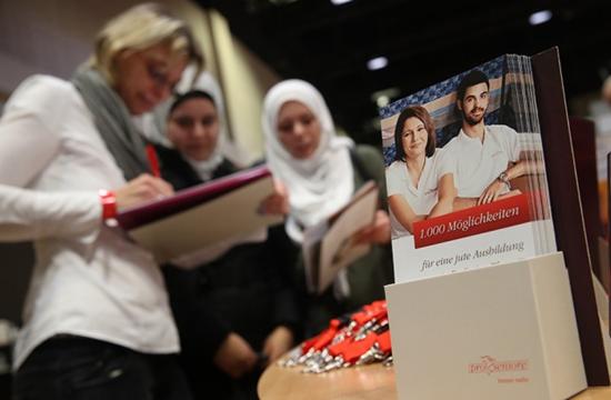 当地时间2018年2月20日,德国柏林,当地举办难民移民招聘会。约200家公司为4500名难民移民提供就业机会。来源:视觉澳门银河唯一官网