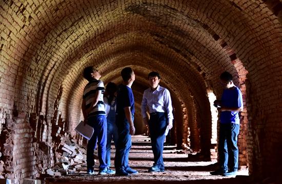 9月6日,位于珲春东北虎国家级自然保护区缓冲区的宏达砖厂。摄影/章轲