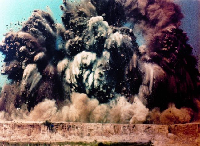 1979年开山炮(摄影:朱玉坤 )