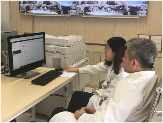 同济大学附属上海市第十人民医院肿瘤科主任、肿瘤学教研室主任、许青教授及其团队正在为患者进行Watson远程会诊