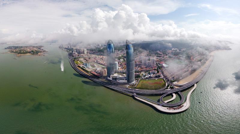 厦门演武大桥沿线及鼓浪屿(拼接照片,2017年8月24日摄)。新华社记者 姜克红 摄