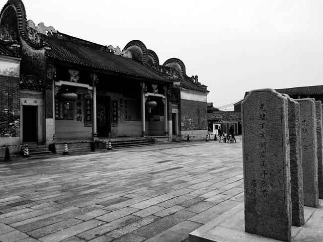 潘氏年夜宗祠,是如今佛山西樵镇村头村里范围最年夜也最派头的古构筑群。图片由黄国信供给