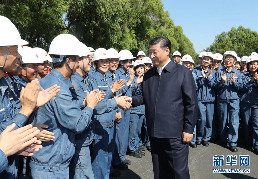 9月27日,中共中央总书记、国家主席、中央军委主席习近平开始在辽宁考察。这是习近平在中国石油辽阳石化公司同工人亲切握手。新华社记者鞠鹏 摄