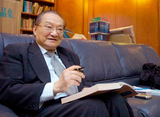 武侠幼说泰斗金庸于10月30日在香港去逝,享年94岁。图片来自视觉中国