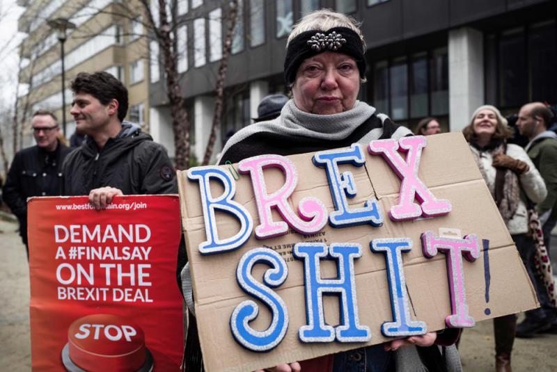有民众在布鲁塞尔欧盟总部外反对脱欧
