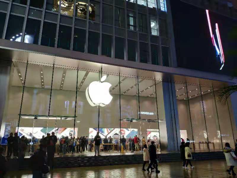 苹果店依然人潮涌动