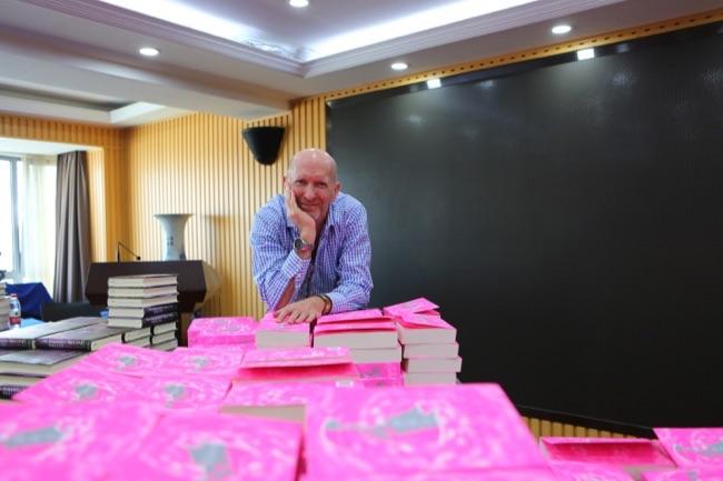 《萨申卡》中文版出版之际,蒙蒂菲奥里开启了行为作家的首次正式中国之旅。