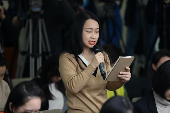 第一财经记者郭丽琴在例行发布会现场就中国是否加入CPTPP提问(图片来源:商务部网站)