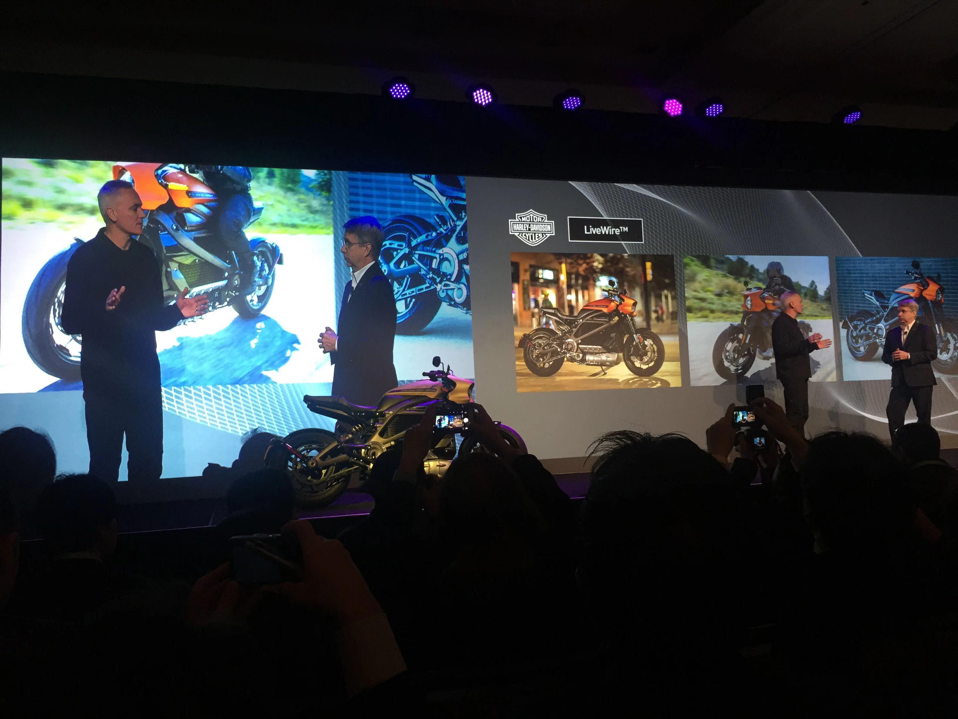 松下为哈雷新款的电动摩托车提供电池动力系统。