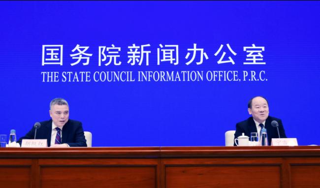 1月21日,国务院新闻办公室在北京举行新闻发布会,请国家统计局局长宁吉喆介绍2018年国民经济运行情况,并答记者问。(图片来源:新华社)