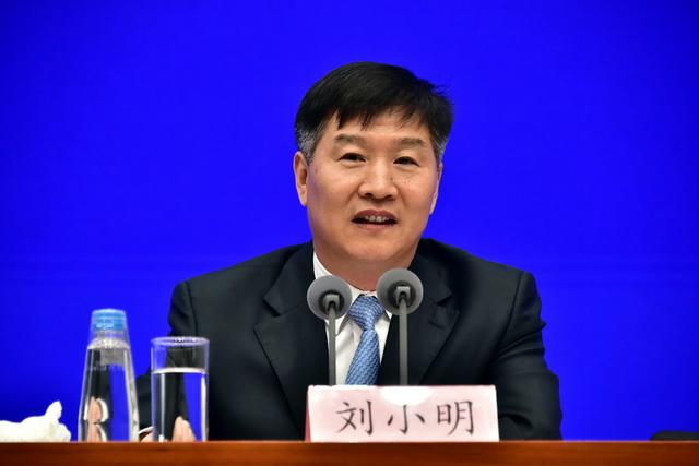 2月28日,交通运输部副部长刘小明在国务院新闻办新闻发布会上。摄影/章轲