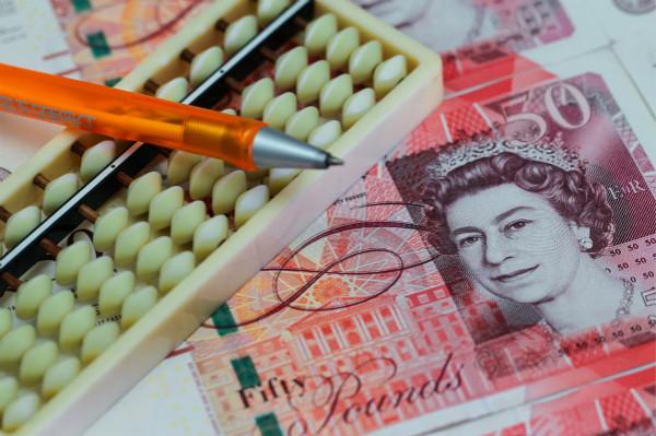 近期英镑反弹的主要动力,来自于无协议脱欧风险的下降以及脱欧日推迟的可能。