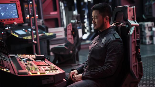 在影片中,吴京饰演的宇航员背叛联合政府指令,携带人类文明的结晶冲向木星,博地球一个未来,这是对原著精神的一种反?#36873;? border=