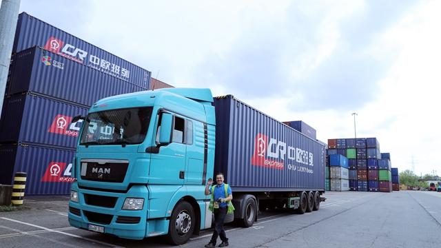 图为杜伊斯堡港口的中欧班列集装箱