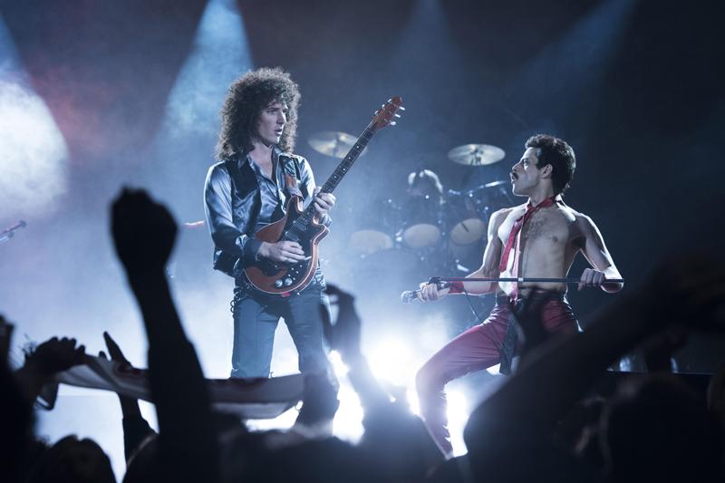 """行为音乐传记电影,《波西米亚狂想弯》做到了将""""作品""""本身放在主要位置,它始末一首首金弯诞生的历程,串首弗雷迪和皇后乐队的生涯。"""