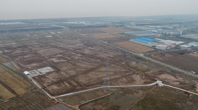 这是位于上海临港产业区的特斯拉超级工厂用地。